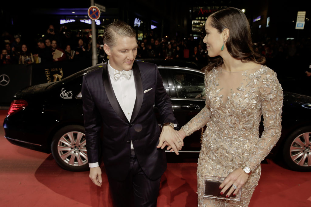 Bastian Schweinsteiger mit Ehefrau Ana BAMBI 2016 - Vorfahrt im Theater am Potsdamer Platz in Berlin am 17.11.2016. Foto: BrauerPhotos / M.Nass fuer Mercedes-Benz ; ;